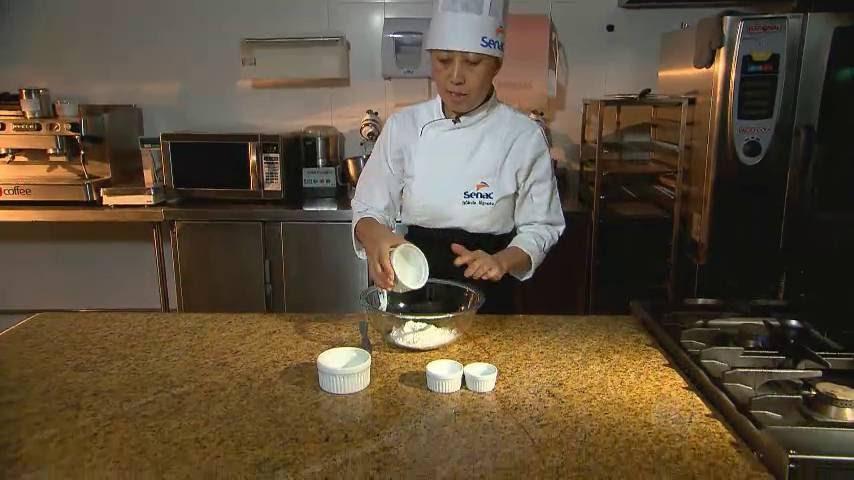 Quem explica éMarcia Ikemoto, professora de gastronomia. —Eu preciso de uma farinha forte, ou seja, uma farinha que geralmente no mercado custa um pouquinho mais caro. É uma farinha que a gente gente chama de 'farinha para pão'> Veja toda a programação da Record no R7 Play