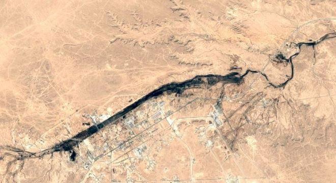 Imagem de satélite mostra a base de Ain Al-Assad, no Iraque