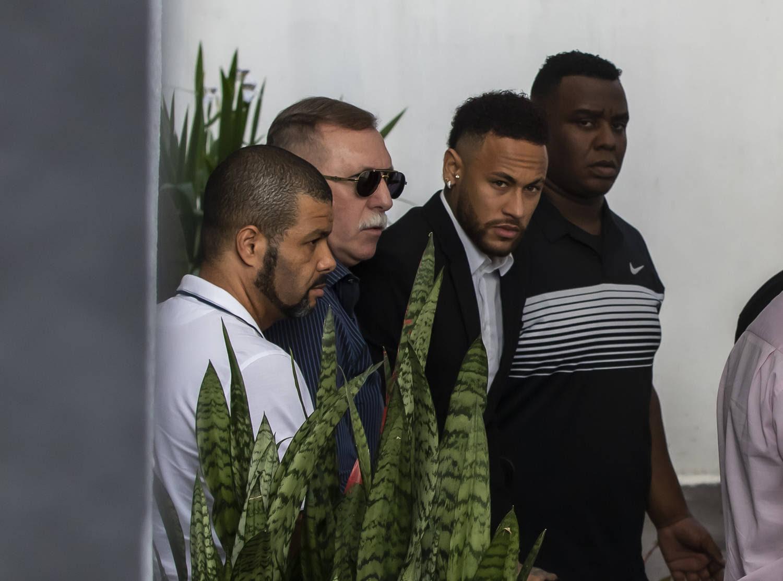 Em São Paulo, Neymar dá esclarecimentos sobre o caso de estupro