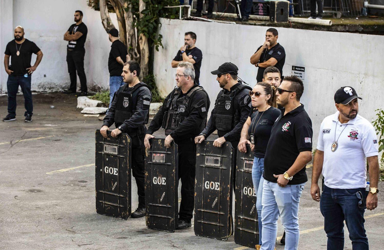 Homens do GOE (Grupo de Operações Especiais) também estiveram na delegacia para compor o esquema especial de segurança