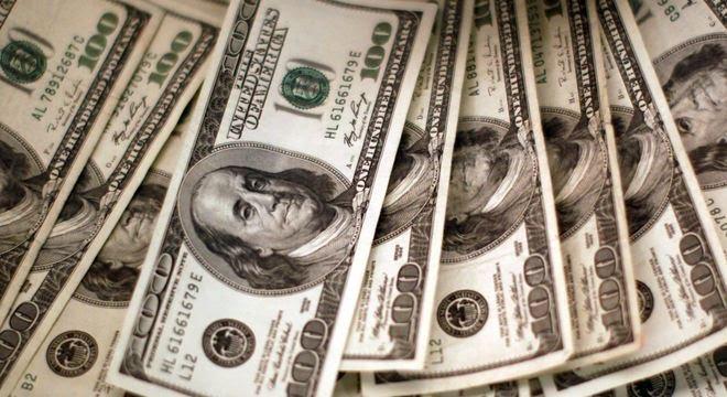 Dólar acumulou desvalorização de 5,37% em dezembro