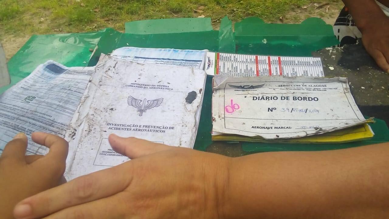No local onde a aeronave caiu, foi localizado documentos com identificação de Gabriel Diniz