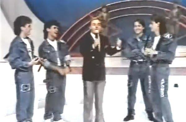 O grupo Dominó foi uma das apostas de Gugu. A empresa Promoart, do apresentador, realizou testes por todo o país com jovens entre 14 e 15 anos até encontrar a formação original. No total, foram 6 milhões de álbuns vendidos e sucessos que incluem <i>Ela Não Gosta de Mim</i>, <i>Companheiro</i>, <i>'P' da Vida</i>, <i>Manequim</i> e <i>Com Todos Menos Comigo</i>