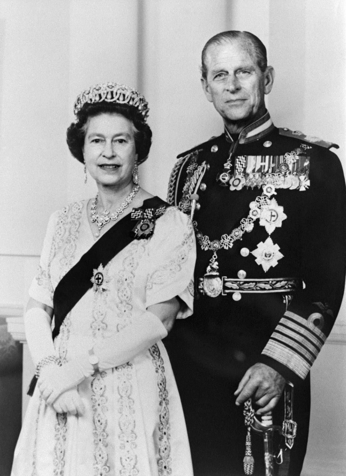 Alto e empertigado, algo distante das exigências do protocolo, Philip assumiu seu papel secundário no reinado nos melhores e piores momentos