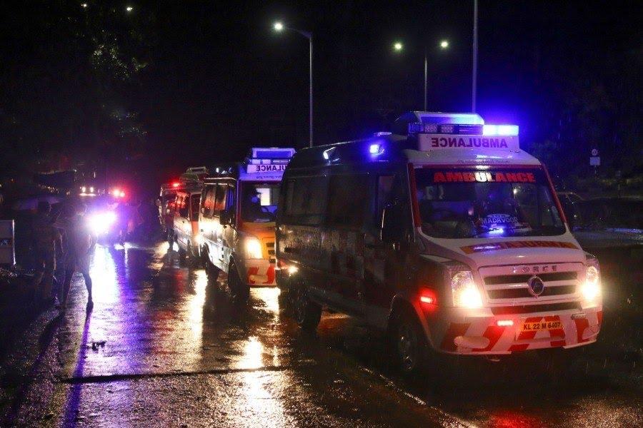 Diversas ambulâncias foram deslocadas ao aeroporto para prestar socorro às vítimas